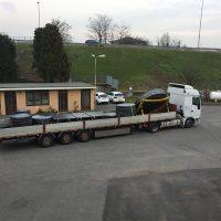 Fondi e lamiere su camion
